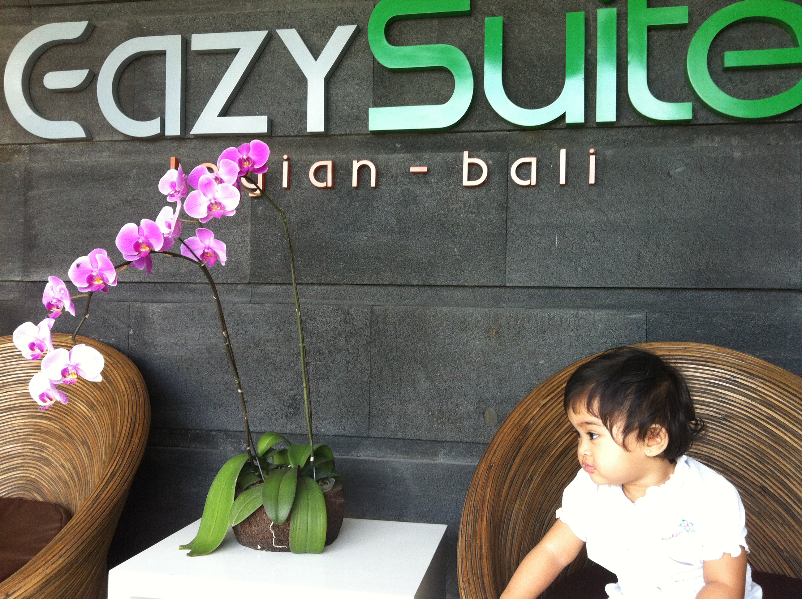 Eazy Suite: Safina at the lobby :)