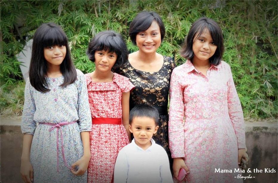 Mia Amalia bersama keempat anaknya. Sumber: mommiesdaily.com