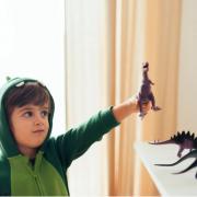 anak suka dinosaurus
