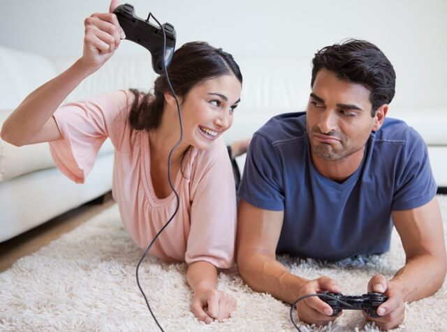 pasangan bermain game